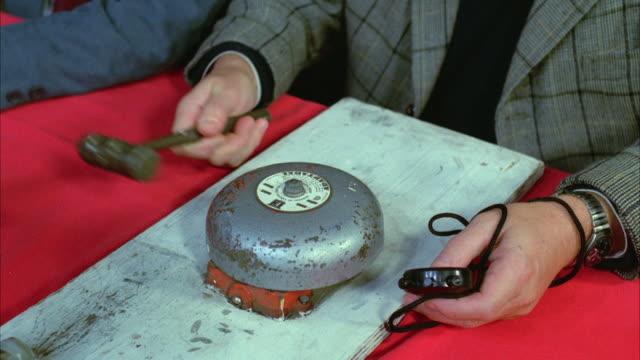 ms td man holding stopwatch and hitting bell with mallet in boxing - tidur bildbanksvideor och videomaterial från bakom kulisserna