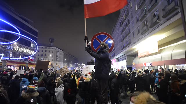 man holds a polish national flag during a protest against the near-total ban on abortion on january 29, 2021 in warsaw, poland. a constitutional... - 憲法点の映像素材/bロール