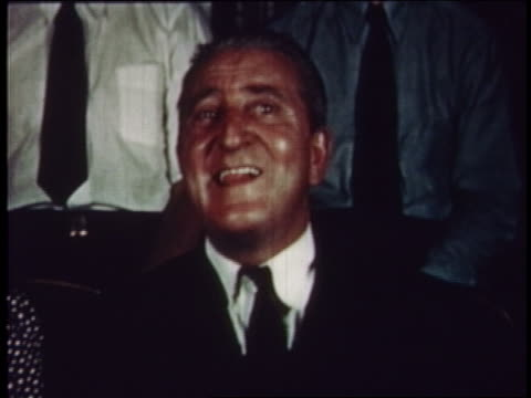 1954 man in audience moving his tongue about in mouth - 1954 bildbanksvideor och videomaterial från bakom kulisserna