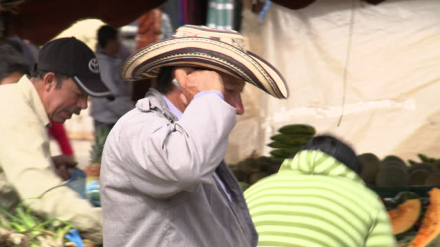 man in cowboy hat speaking on mobile/cellular phone, villa de leyva market, villa de leyva, boyacã¡ department, colombia - cowboy hat stock videos & royalty-free footage