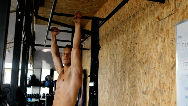 man in gym - ladder stock videos & royalty-free footage