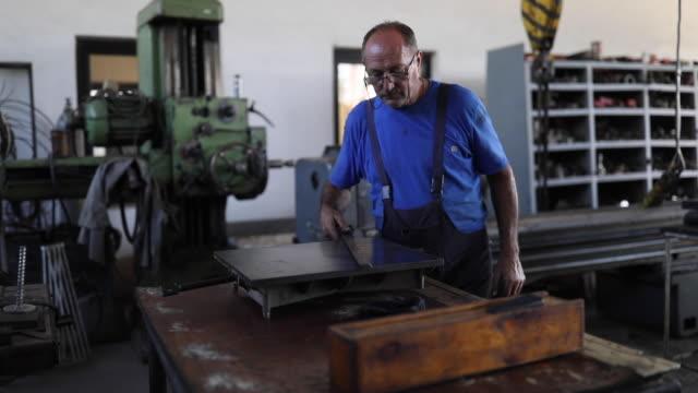 man in metallurgy - metallurgy stock videos & royalty-free footage