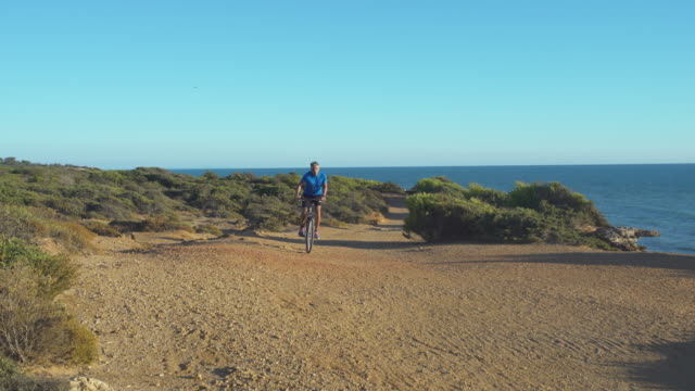 Man in mountain bike near to the sea