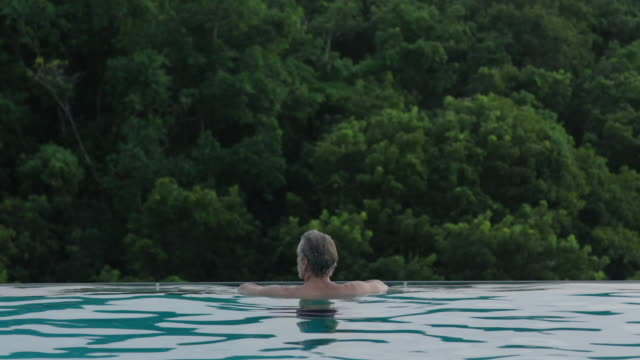 man in pool - infinity pool stock videos & royalty-free footage