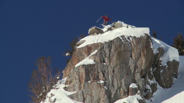 ws ts zo td man in red sticks skiing down on big air off rock / alta, snowbird, utah, usa - skiwear stock videos & royalty-free footage