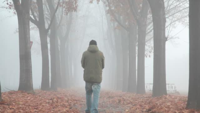 Uomo nella nebbia