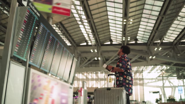 a man in tourist dress viewing board information - transportation building type of building stock videos & royalty-free footage