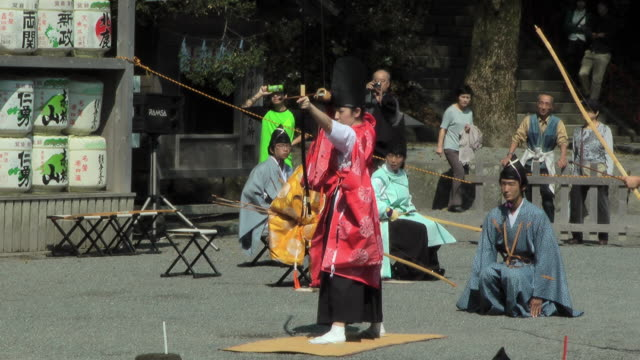 a man in traditional costume releasing an arrow from a bow - samurai stock videos & royalty-free footage