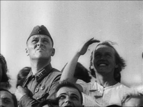 b/w 1927 man in uniform woman looking up / woman shading eyes / russia / documentary - 1927年点の映像素材/bロール