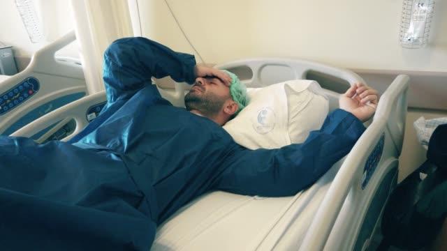 man infected coronavirus covid-19 quarantine at hospital - citochinesi video stock e b–roll