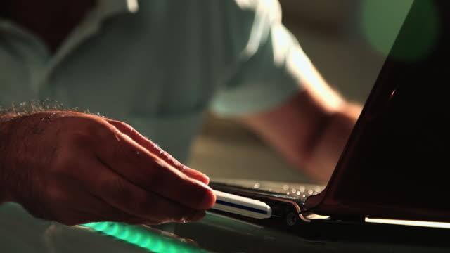 man inserting a pendrive into a laptop  - インド系民族点の映像素材/bロール