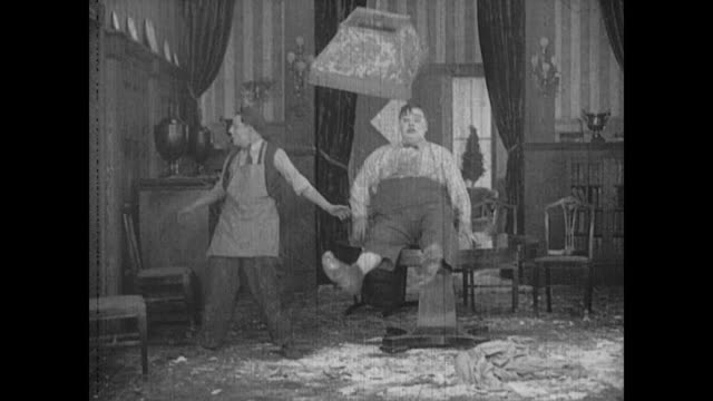 1917 Man (Buster Keaton) is chased by the knife wielding chef