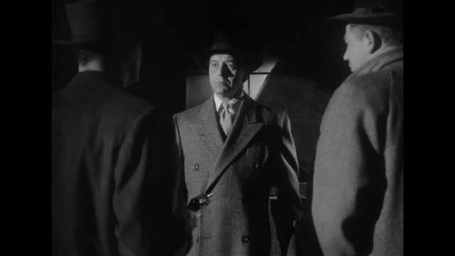 1948 man is cornered and shot at by gangsters as he tries to board ship - 1948 stock-videos und b-roll-filmmaterial