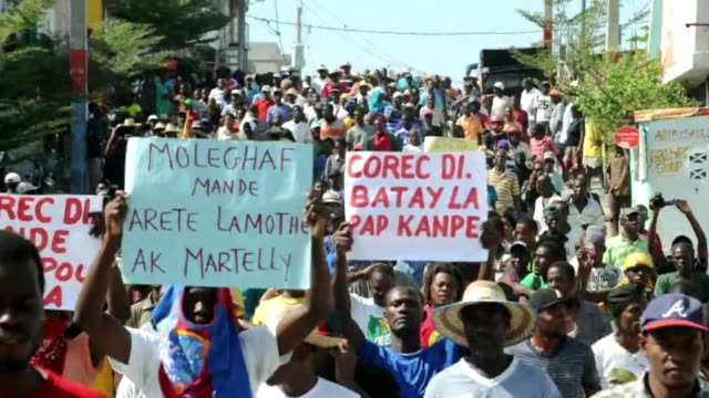 vídeos y material grabado en eventos de stock de a man is shot dead during a new round of anti government protests in the haitian capital calling for the president and prime minister to resign - hispaniola