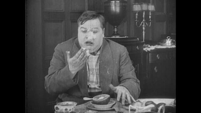 1917 Man (Fatty Arbuckle) is sprayed in the face by a grapefruit