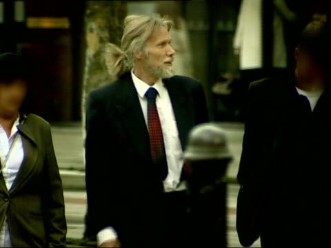 man jailed for 3 years for killing his sick wife england liverpool liverpool crown court ext frank lund arriving at court - regione dell'oresund video stock e b–roll
