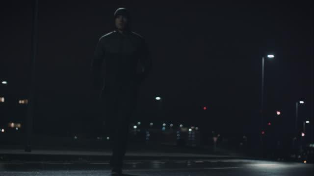 man jogging at night - wet wet wet stock videos & royalty-free footage