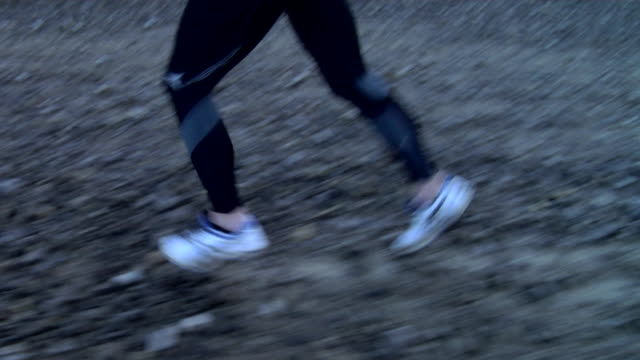 cu, ts, man jogging in disused quarry, low section, wales, united kingdom - querfeldeinlauf stock-videos und b-roll-filmmaterial