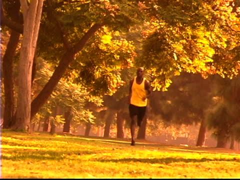 man jogging - 若い男性だけ点の映像素材/bロール