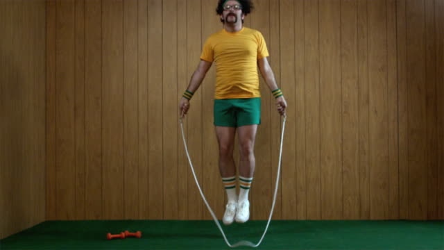 slo mo ws man jumping rope, atlanta, georgia, usa - body building stock-videos und b-roll-filmmaterial
