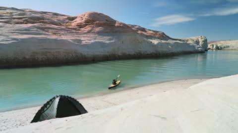ws a man kayaks at lake powell - lake powell stock videos & royalty-free footage