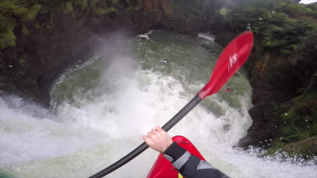 a man kayaks down a waterfall on a river. - time-lapse - wildwasser fluss stock-videos und b-roll-filmmaterial