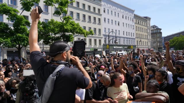 a man leads a crowd to chant black lives matter during a protest rally against racism following the recent death of george floyd in the usa on may 31... - george floyd stock videos & royalty-free footage