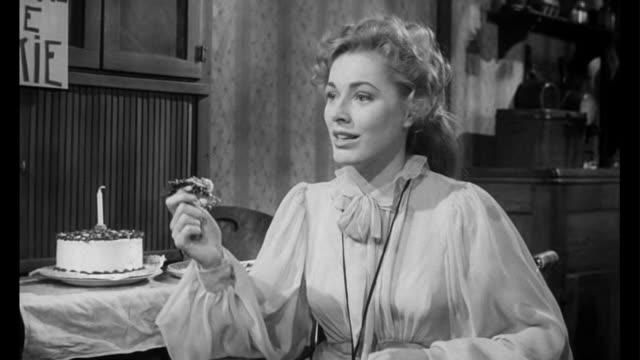 vídeos de stock, filmes e b-roll de 1955 man (frank sinatra) learns that handicapped woman's (eleanor parker) medical treatment is a touchy subject - emoção negativa
