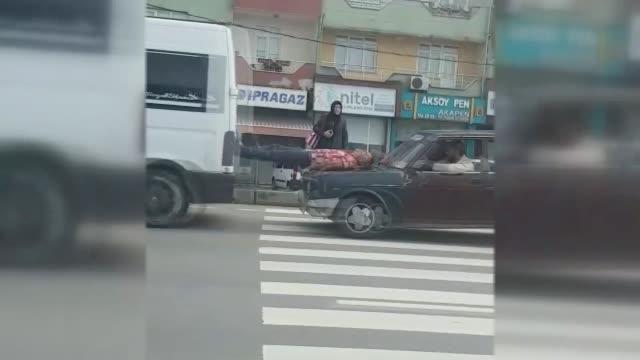 vídeos de stock, filmes e b-roll de a man living in zonguldak northern turkey is seen riding the bonnet of a moving car to push a brokendown minibus toward a repair shop with his feet... - empurrando