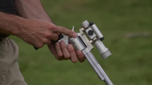 cu man loading revolver with laser scope, stowe, vermont, usa - fadenkreuz stock-videos und b-roll-filmmaterial