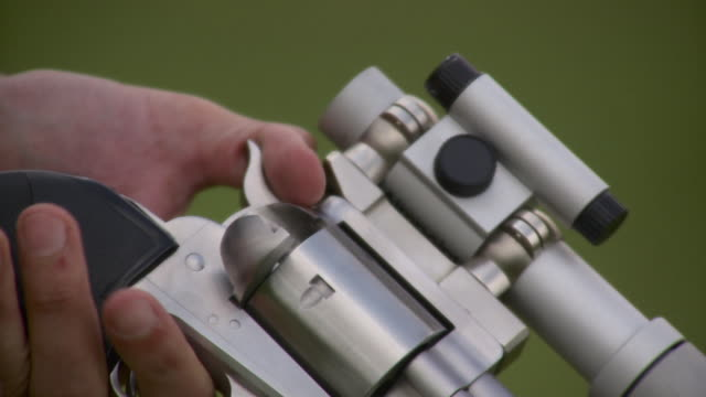 ecu man loading revolver with laser scope, stowe, vermont, usa - fadenkreuz stock-videos und b-roll-filmmaterial