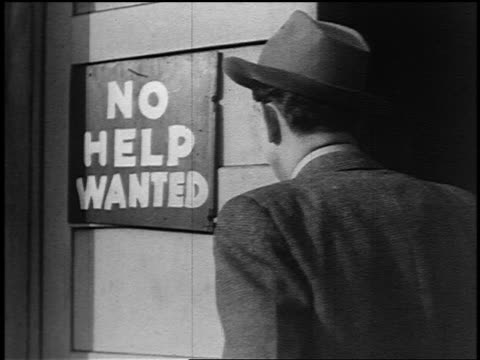 "stockvideo's en b-roll-footage met man looking at ""no help wanted"" sign turns head in dejection - 1936"