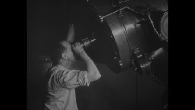 stockvideo's en b-roll-footage met man looks through telescope at observatory / stars in sky / note: exact year not known; documentation incomplete - stervorm
