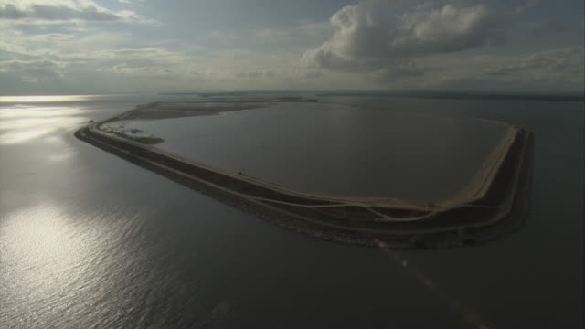 aerial pov man made island in chesapeake bay / baltimore, maryland, usa - made in usa点の映像素材/bロール
