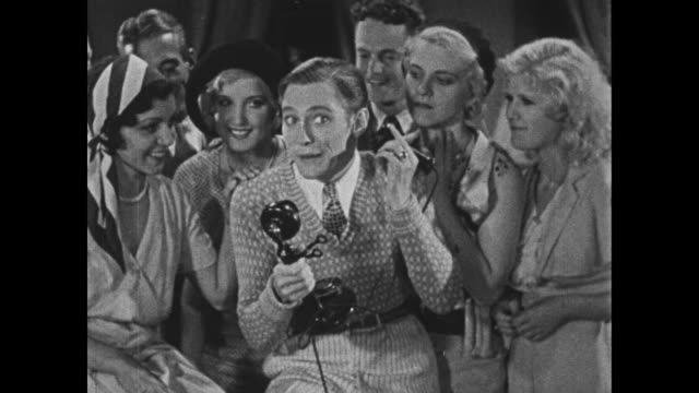 stockvideo's en b-roll-footage met 1932 man (bing crosby) makes a plan for a rendezvous near a raspberry bush - bing crosby