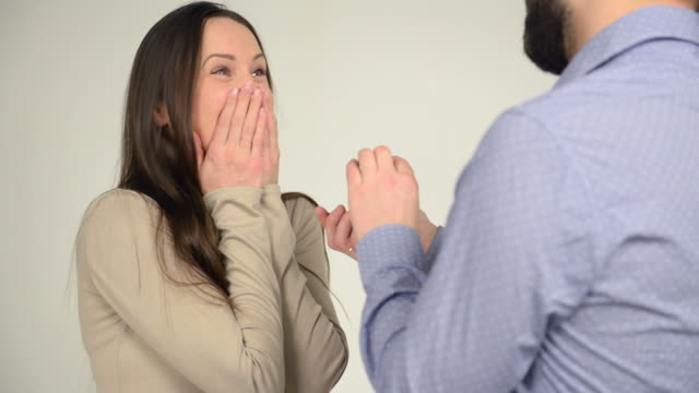 stockvideo's en b-roll-footage met man makes woman offer get engaged - mid volwassen koppel