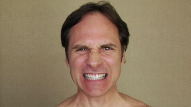 cu, man making faces - 自己改善点の映像素材/bロール