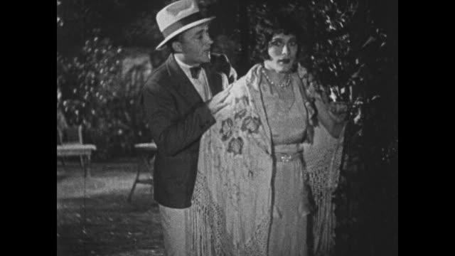 stockvideo's en b-roll-footage met 1932 man (bing crosby) meets a female impersonator in the garden - bing crosby