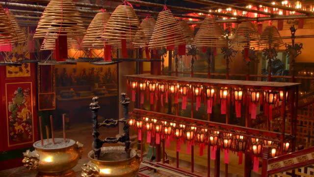 man mo taoist temple, hong kong - ハリウッドロード点の映像素材/bロール