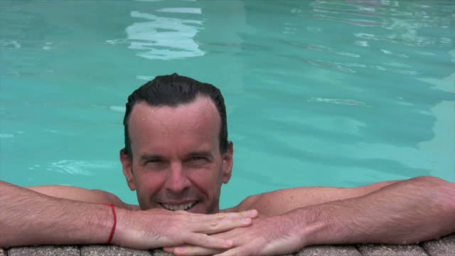 man on edge of pool - utebassäng bildbanksvideor och videomaterial från bakom kulisserna