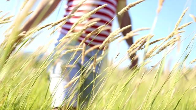 Homme sur prairie
