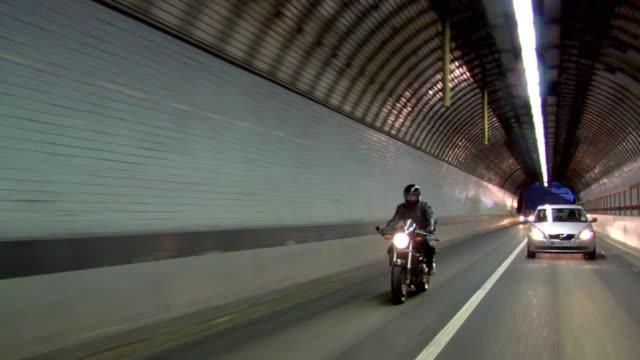 ws pov man on motorbike on motorway in traffic at night / london, uk - fahrzeug fahren stock-videos und b-roll-filmmaterial