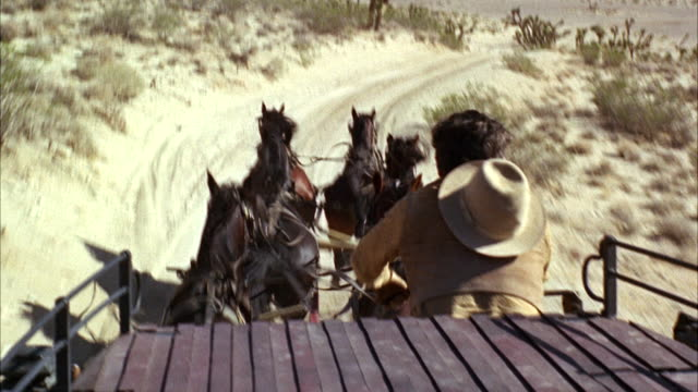 vidéos et rushes de ms man on stagecoach in desert moving fast - ouest américain