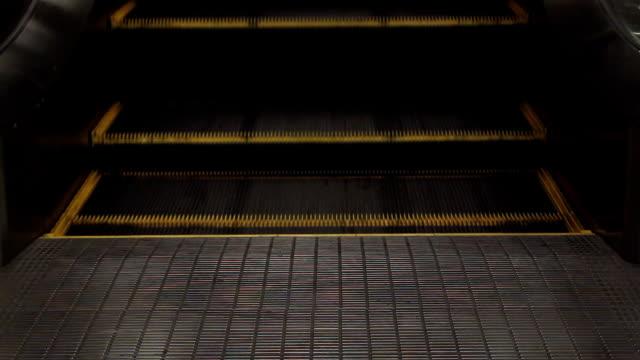 Homem em escadas