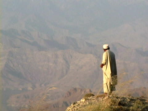 ws ls zo man on top of hill looking at landscape, jalalabad, nangarhar, afghanistan - remote location stock videos & royalty-free footage
