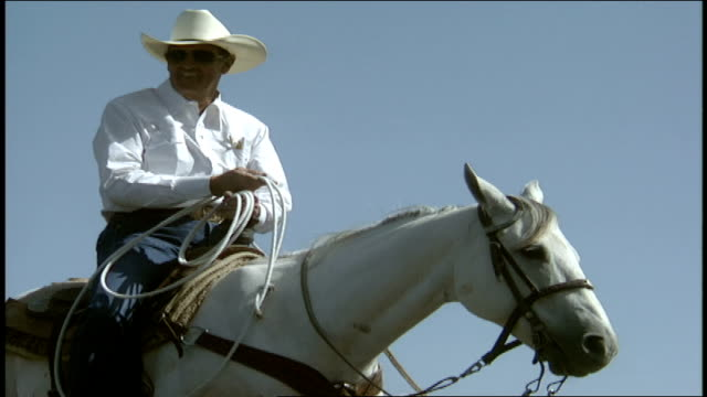 man on white horse with cowboy hat and lasso - cowboy hat stock videos & royalty-free footage