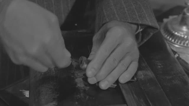 cu td man opaning lock of briefcase - einzelner mann über 30 stock-videos und b-roll-filmmaterial