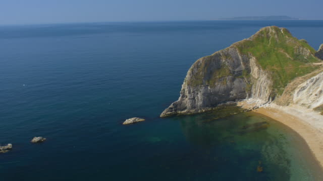 man o'war beach. jurassic coast. dorset, england. - jurassic stock videos & royalty-free footage