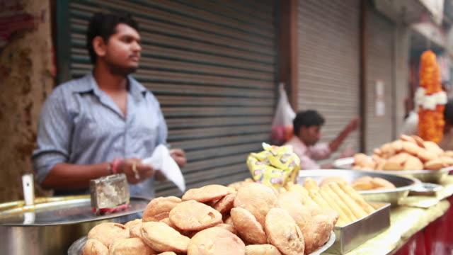 Man packing kachori Delhi, India