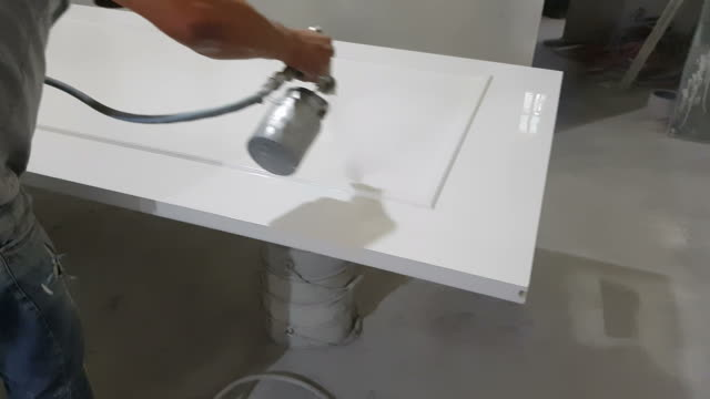 vídeos de stock e filmes b-roll de man painting a white door. - artigo de decoração